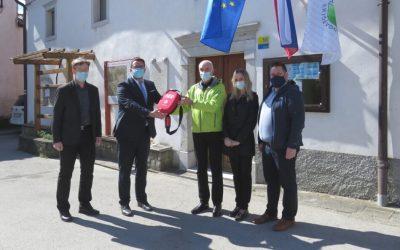 Pipistrel fait don de 25 défibrillateurs à la municipalité d'Ajdovščina