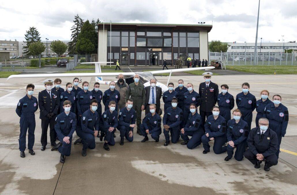Le chef de l'armée de l'air française, le général Philippe Lavigne, a testé le Pipistrel Velis Electro