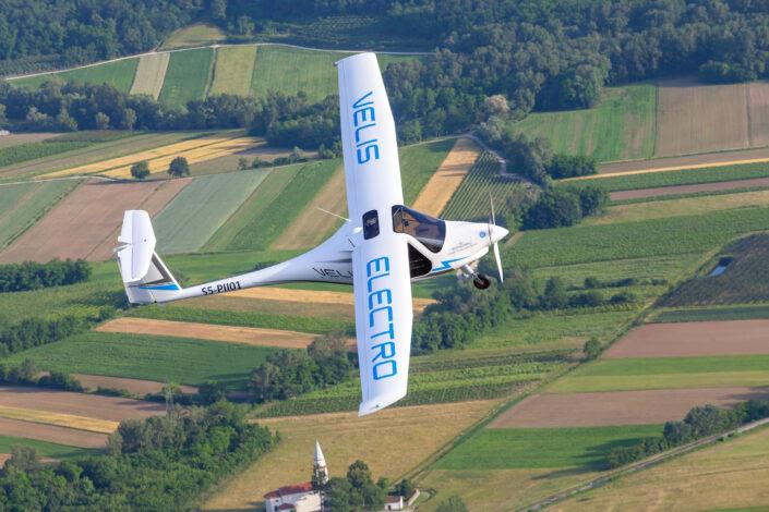 Les forces armées danoises vont voler à bord de deux Velis Electro. C'est la première fois que l'armée de l'air forme des pilotes sur des avions à émissions zéro.